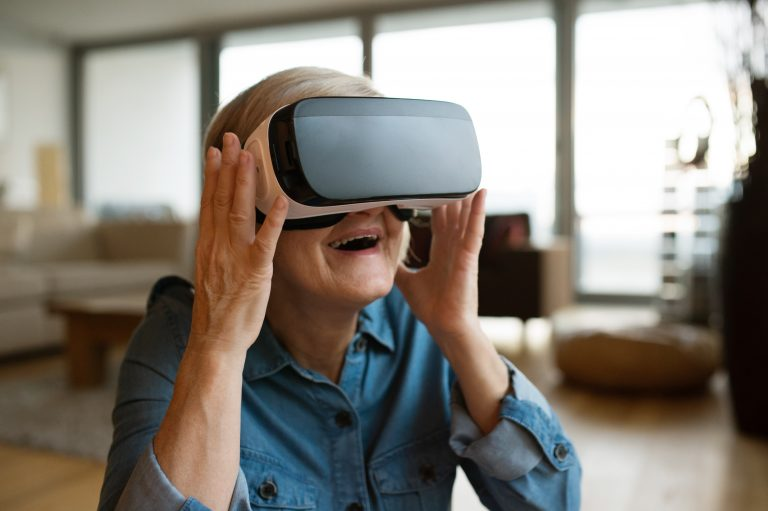 Virtual Reality Assists Macular Degeneration Treatment