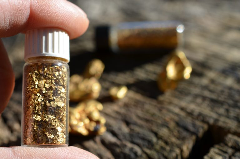 Gold Flakes May Cure Macular Degeneration